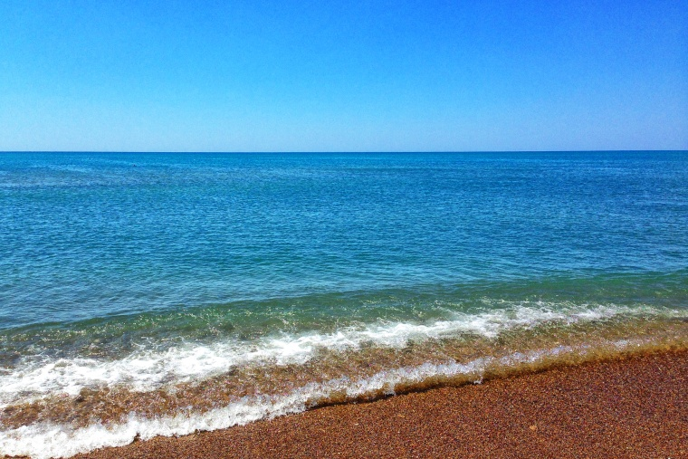 Summer on a solitary beach (2016)